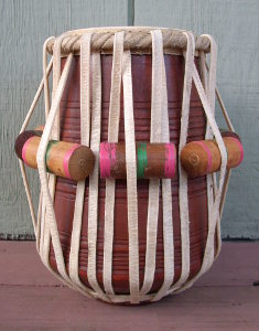 A tabla dayan with a new pudi and tasma.
